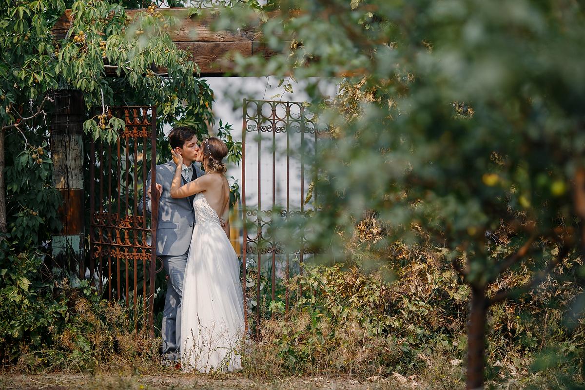 Calgary wedding photographer Saskatoon Farm Nathalie Terekhova